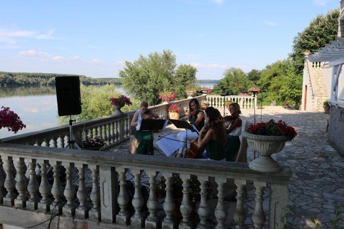 Venčanje na otvorenom, Vila Jugovo S